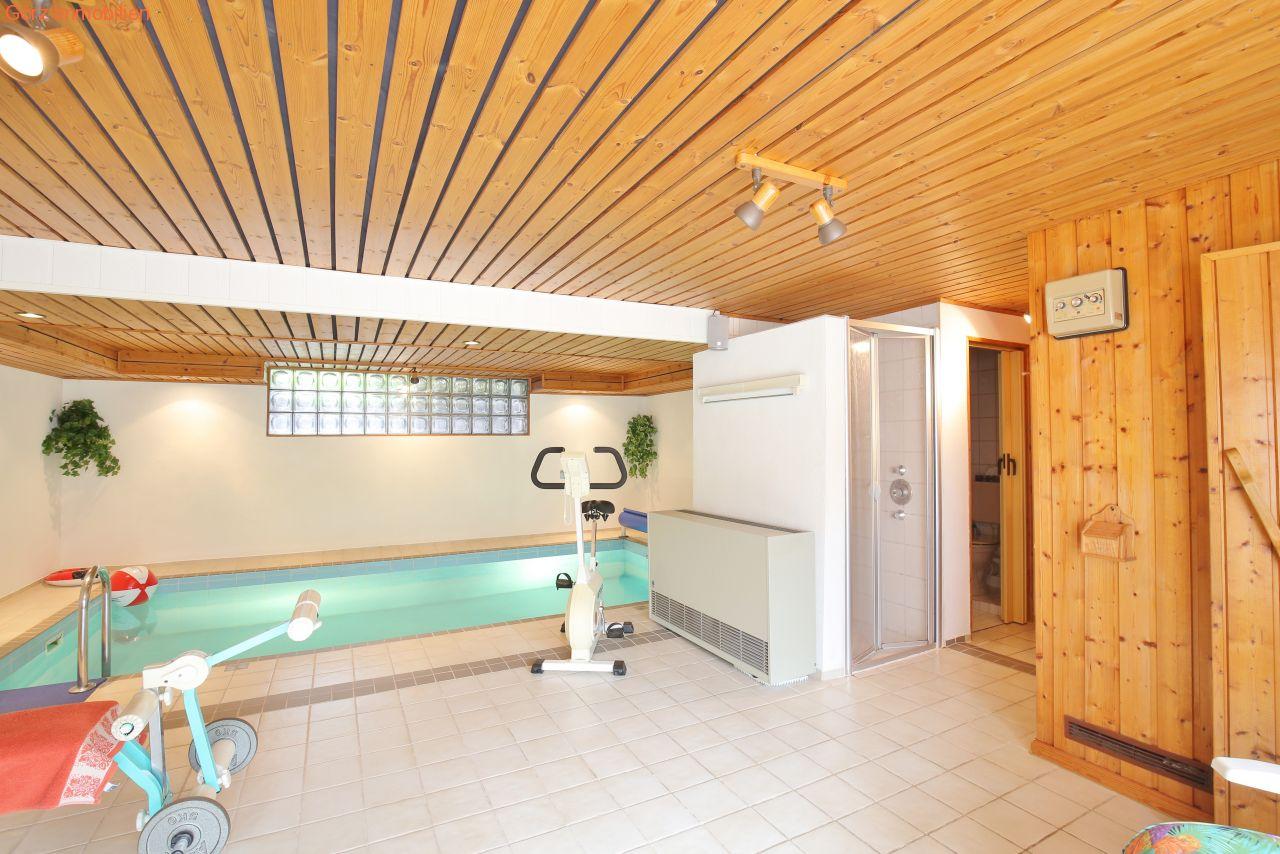villa luxushaus ambiente in kaltenkirchen schwimmbad. Black Bedroom Furniture Sets. Home Design Ideas