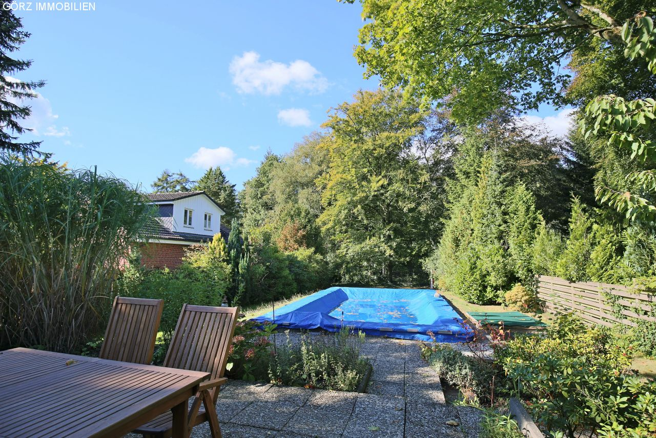 Terrasse mit Swimmingpool