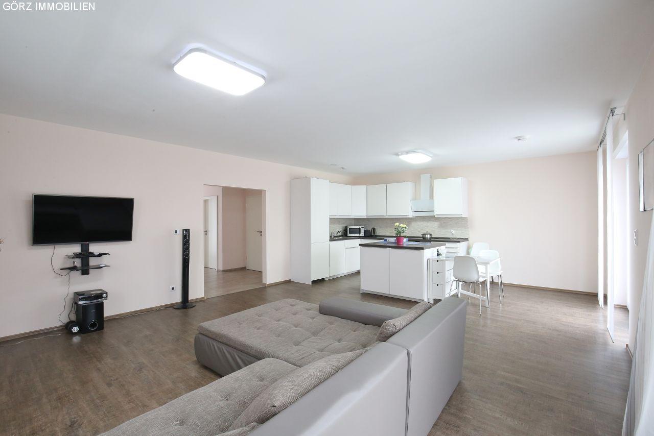 immobilienangebote itzstedt verkauft neuwertige stadtvilla im beliebten gr nen itzstedt. Black Bedroom Furniture Sets. Home Design Ideas
