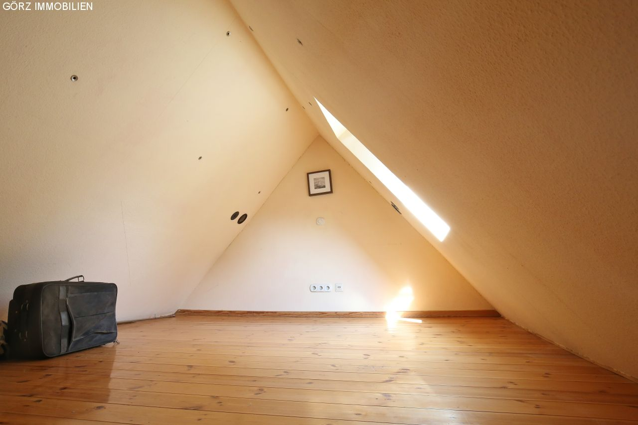 immobilienangebote lentf hrden verkauft modernisiertes einfamilienhaus auf gro em. Black Bedroom Furniture Sets. Home Design Ideas